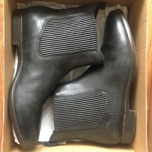 UGGS Jo ankle Chelsea boots